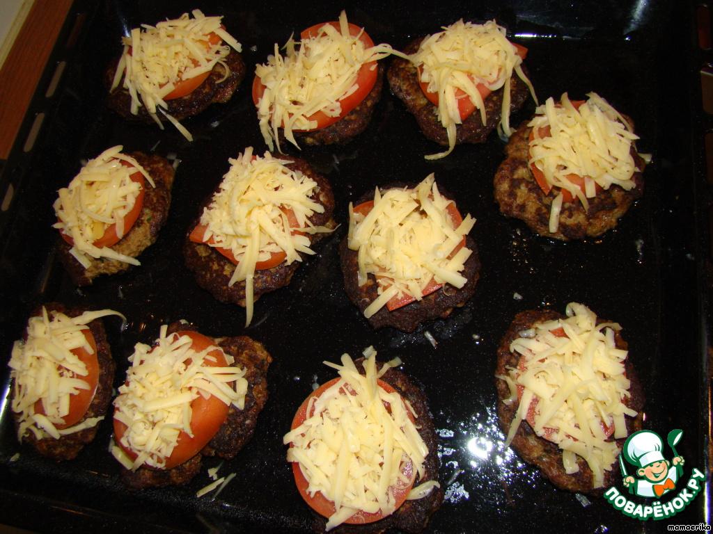 Посыпаем натертым на крупной терке сыром и отправляем в духовку, разогретую до 160 градусов  на 15 минут.