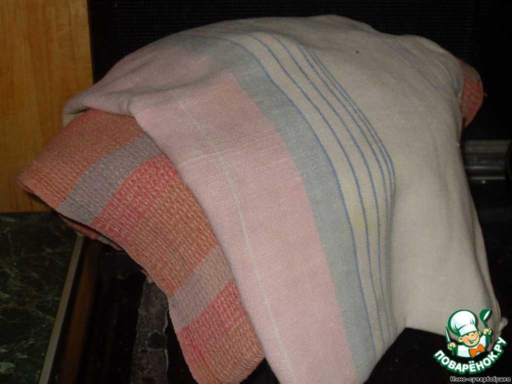 Снять кастрюлю с огня, накрыть полотенцем и дать постоять 10-15 минут.