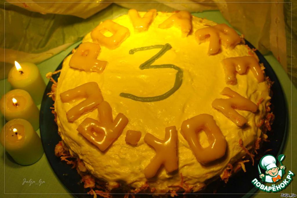 Украшаем. Выкладываем буквы. Бортики украшаем цукатами и миндалём в шоколаде. В центре я написала цифру 3.