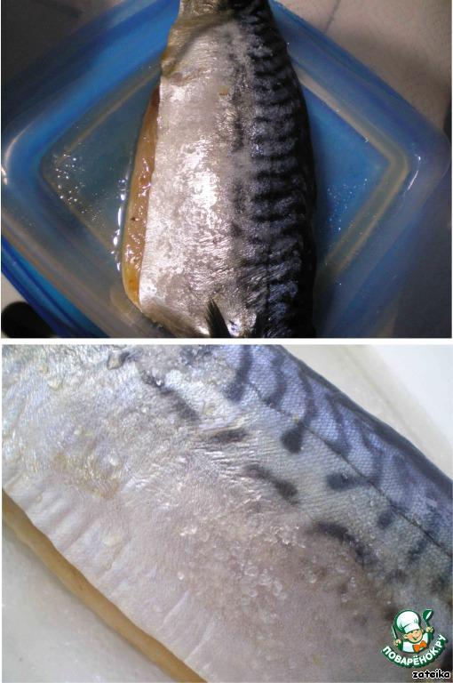 Наутро достаем нашу рыбку и видим, что на ней еще осталась не растворившаяся соль, поэтому рыбу необходимо промыть под холодной проточной водой: без фанатизма, чуть-чуть, только чтоб смыть излишек соли. После «умывания» филе вновь оставляем сохнуть на полотенцах (ну или в дуршлаге), а в это время готовим приправки.