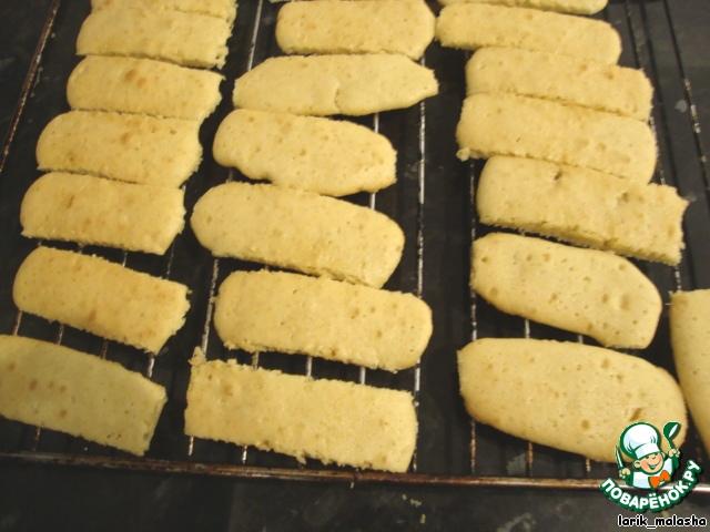 Выпекать в разогретой духовке при температуре 190 гр. 8-10 минут. Не передерживайте! Печенье должно быть мягким.