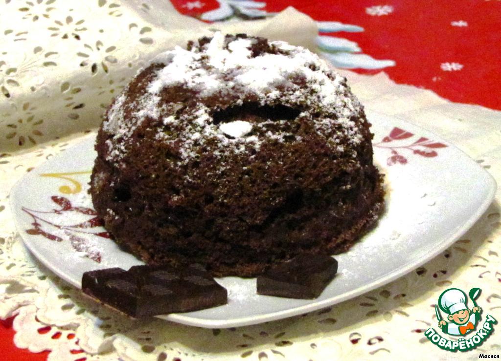 Теперь посыпаем сахарной пудрой и подаем к чаю или кофе! Можно разрезать и прослоить кремом, джемом, вареньем, можно печь в чашках, как кексы! Я часть бисквита использовала в приготовлении желейного торта.
