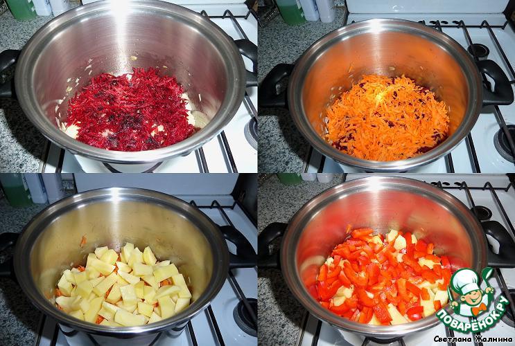 А теперь выкладываем слоями не мешая: свеклу, морковь, картофель, перец болгарский.