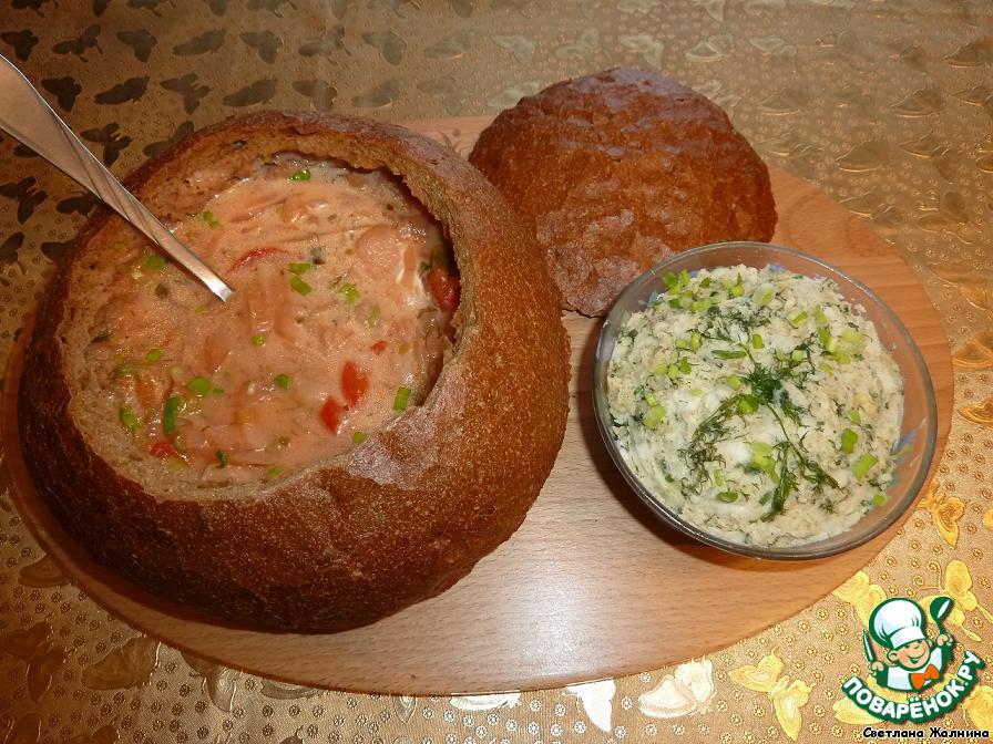 Борщ считается настоящим, Украинским, когда в нем ложка стоит и есть сметана.