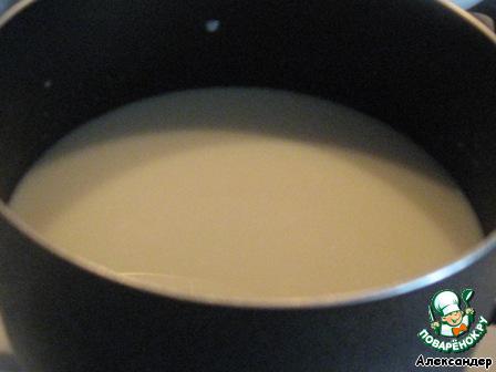 Крем. Молоко ставим на огонь в кастрюле с антипригарным покрытием.