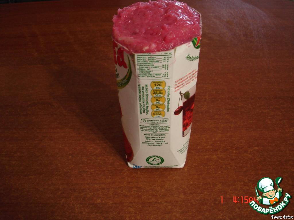 Для придания формы колбаске нам потребуется тетрапакет.   Можно просто завернуть в рукав для запекания.    Тетрапакет завернуть в рукав для запекания, хорошо закрепить край!