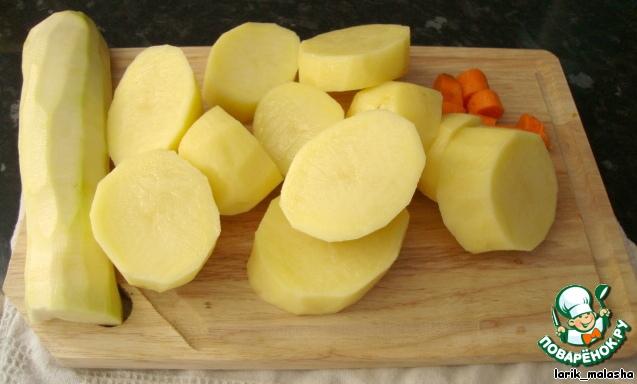 Гарнир.   Овощи почистить. Вскипятить в кастрюле воду, посолить, положить овощи и варить до готовности.