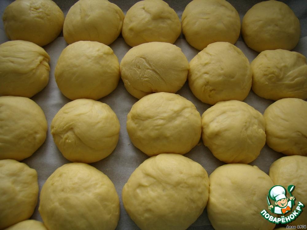 Когда тесто подошло, сформировать булочки