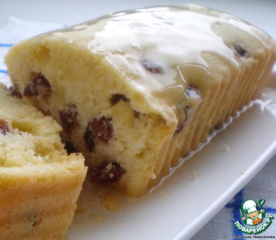 Пока печется кекс, сварить сироп. 60г сахара и 25мл воды ставим на сильный огонь, как сахар растворится, огонь убавить и проварить 1 мин., остудить, сироп загустеет, полить кекс.