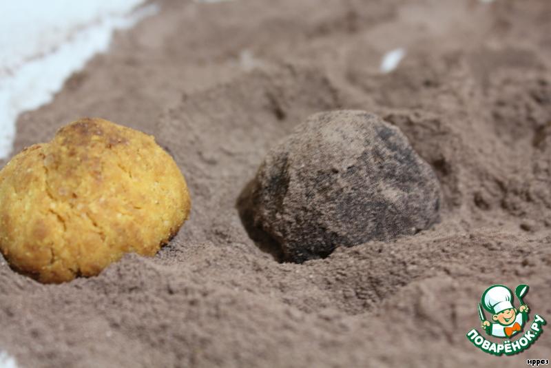 Остывшие печенья обвалять в смеси пудры с какао.