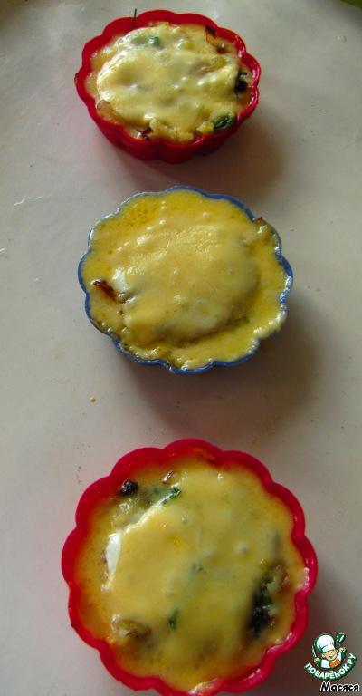 Теперь отправляем в разогретую духовку на 10-15 минут, пока сыр не расплавится.