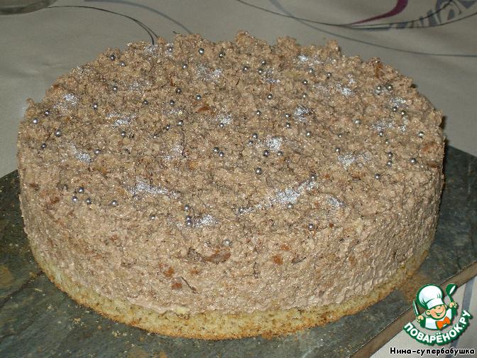 Застывший торт украсить по собственному усмотрению.