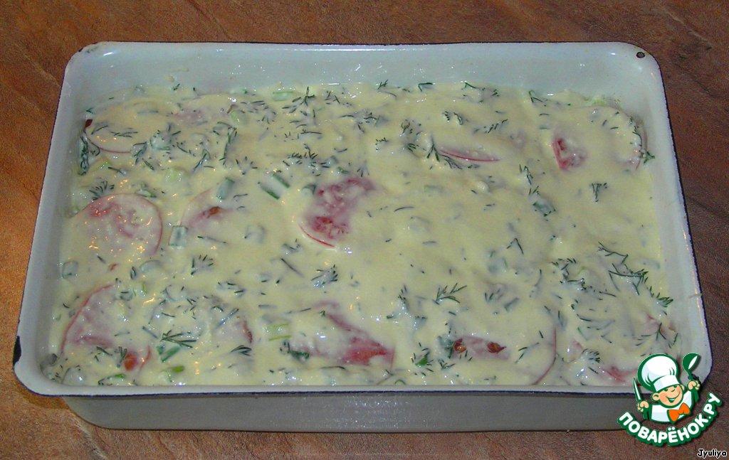 Заливка: майонез + яйца + плавленые сырки (натереть на терке). Все смешать до однородной массы блендером. Зелень мелко нарезать, чеснок натереть на мелкой терке. Тщательно перемешать.