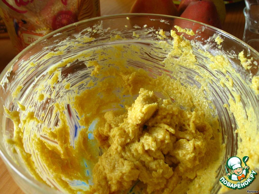 Масло взбить с сахаром и куркумой в однородный крем.     (Демерара - довольно крупный и плотный сахар и расходится долго, если хотите ускорить взбивание - смелите его в кофемолке. Процесс пойдёт быстрее, а аромат и полезные свойства останутся).