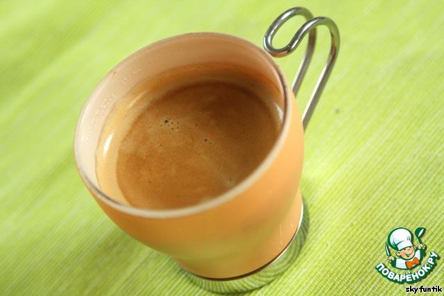 """Для этого чудесного напитка в первую очередь нам понадобится, конечно, порция Эспрессо. Если Вы пока не являетесь обладателем кофе-машины, то можете заменить крепким кофе из турки - ведь не даром это Раф-кофе [b]""""по-домашнему""""[/b] ;-)"""