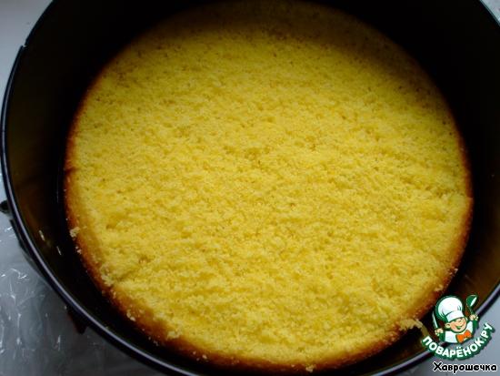 Слова из источника рецепта - работа с обычным желатином - (Желатин замочить в холодной воде. Нагреть немного пюре и растворить в нём отжатый и разбухший желатин. Соединить с остальным пюре. добавить лимонный сок. хорошо перемешать и поместить на 30 мин. в холодильник.   Взбить сливки с сахарной пудрой до устойчивых пиков и, соединив с манговым пюре, хорошо перемешать.    Поместить корж в высокую форму (у меня кольцо), вокруг боков формы я поместила ленту, которую я вырезала из пекарской бумаги