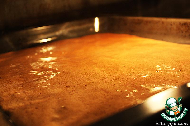 Выкладываем тесто на противень и отправляем в духовку на 15 минут.