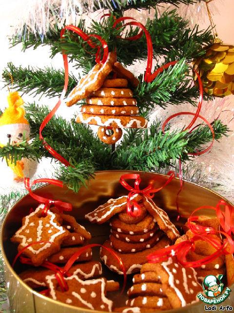 Таким печеньем можно украсить и ёлку.   С Новым годом!    Пусть у Вас всё будет хорошо!