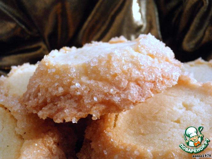Печенье имеет форму усеченного конуса, а свое название получило за сверкающие грани сахара по бокам.