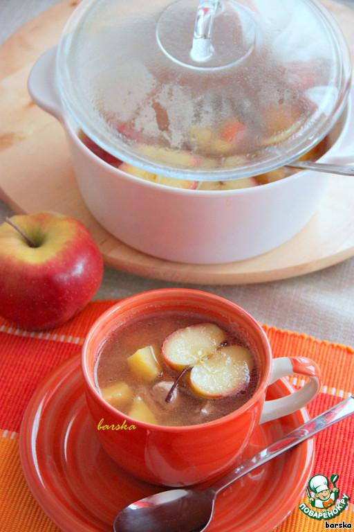 Добавить в суп сахар, уксус, соль и поджаренные яблоки. Протомить под закрытой крышкой минимум 10 минут.