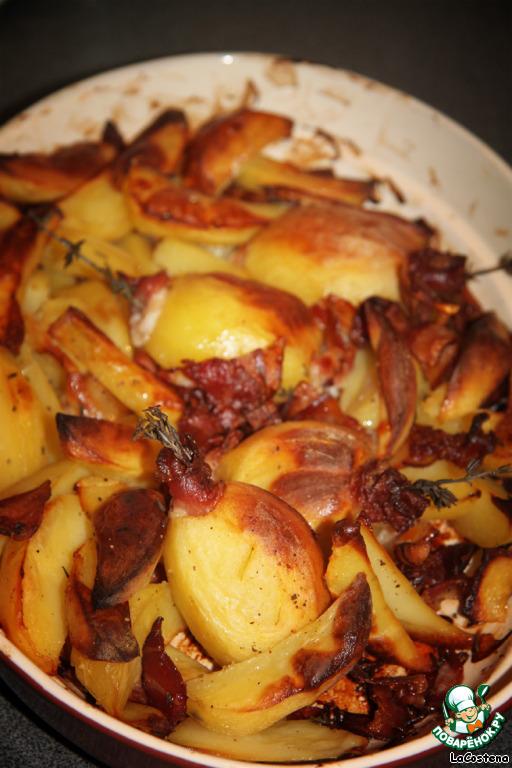 Запекала в духовке 1,5 часа периодически помешивая, чтобы жир от бекона равномерно распределялся по картофелю. Съели такое блюдо мы за раз! Это просто невероятно вкусно!