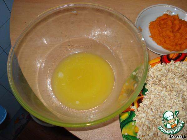 Сливочное масло растопить и размешать с медом.