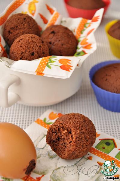 Дать яйцам полностью остыть, и можно подавать, прямо в скорлупе! Очень занятно наблюдать над реакцией гостей, когда они чистят яйца – а там вкусные шоколадные кексы!!!   Можно самим заранее почистить и украсить, например, шоколадной глазурью, посыпав сверху кокосовой стружкой или цветной посыпкой.    Само тесто для кексов здесь очень вкусное! Шоколадное-прешокола дное!!!)))     У меня получилось 6 шоколадных яиц и 9 кексов.