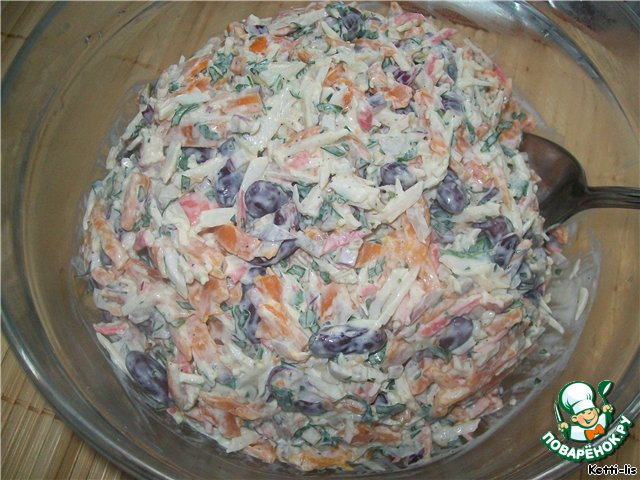 Я готовила этот салат 9 июля на даче. У отца был ДР. Нас было 6 человек и вот этого количества хватило на всю компашку и еще осталось немного. Так что, пропорции увеличивать вдвое не советую, а то получится бадья огромная.