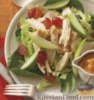 Куриный салат с капустой, яблоками и виноградом