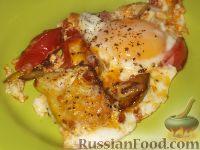 Яичница с патиссонами и помидорами