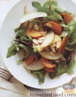 Салат с хурмой, грушей и миндалем