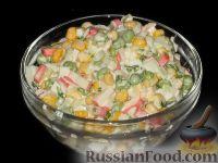 Салат из кукурузы и зеленого горошка с крабовыми палочками