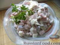 Салат из колбасы, огурцов и фасоли