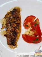 Рыба с обжаренным чесноком и уксусной заправкой