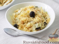 Салат с фасолью, пекинской капустой и оливками