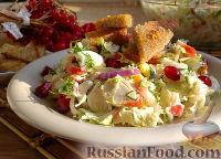 Салат с крабовыми палочками и чесночными гренками