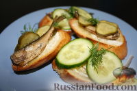 Бутерброды со шпротами и огурцами
