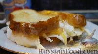 Яичница в хлебе, с сыром и помидором