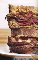 Сэндвич с мясом, луком и сыром
