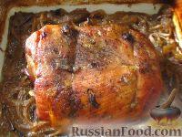 Свиная шея, запеченная на луке