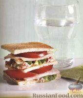 Двойной бутерброд с ветчиной и помидорами