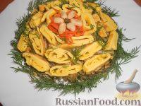 Салат с омлетом, грибами и фасолью