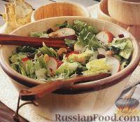 Легкий салат из ромэна, груши, кешью, клюквы и лука