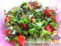 Салат с нутом, рукколой и помидорами черри