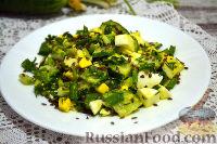 Витаминный салат с яйцом, семенами льна и черемшой