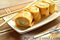 Роллы из яичных блинчиков с рисом и огурцом