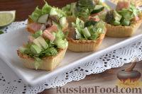 Тарталетки с салатом из горбуши, мяты и авокадо