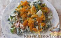 Салат с крапивой, курицей, овощами и яйцами