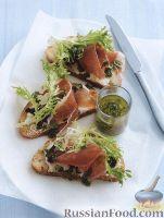 Бутерброды с ветчиной, сыром, луком и салатом фризе