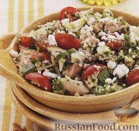 Салат из кус-куса, куриного мяса и овощей